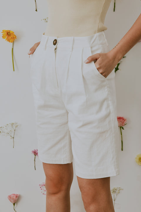 (Pre-Order) Fav things linen shorts in white