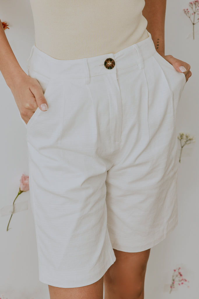 Fav things linen shorts in white