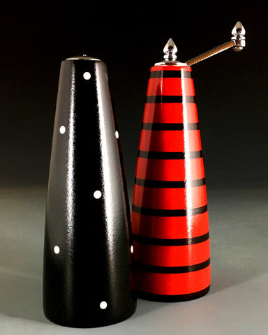 Salt and Pepper Grinder Set in Black and Red