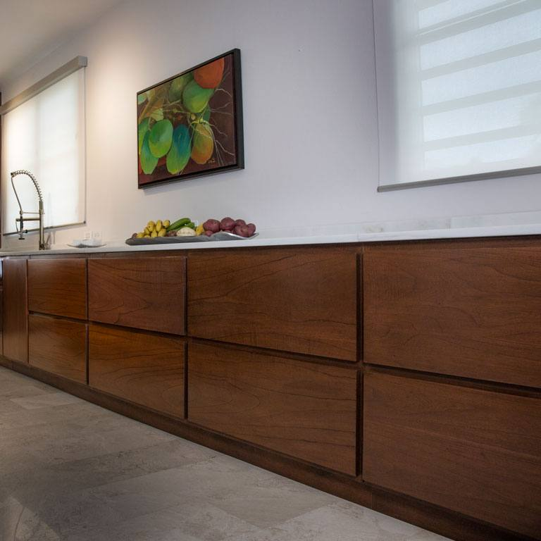 Exclusive Kitchen with Wood Grain Continuity