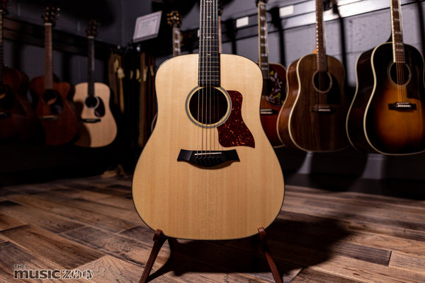 Taylor 500 Series Acoustic Guitars 1
