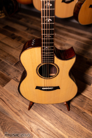 Taylor 900 Series Acoustic Guitars 1