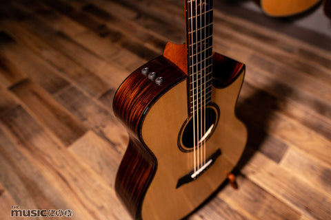 Taylor 900 Series Acoustic Guitars 8