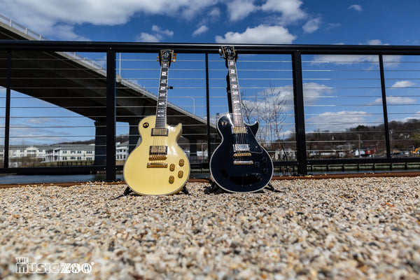 Out of the Case: Gibson Custom Shop Les Paul Custom/400 Set