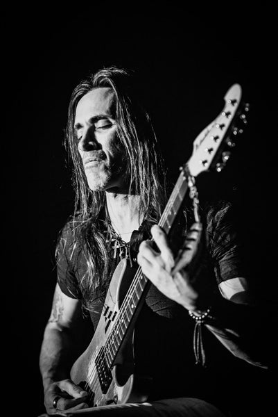 close up of Nuno Bettencourt playing guitar- the music zoo