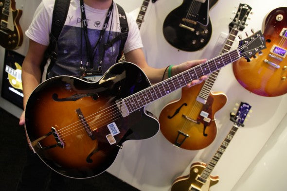 NAMM '15 – Gibson Custom Solid-Formed 17″ Venetian Cutaway Arch Top Guitar