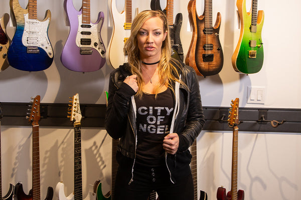Nita Strauss Surprise Visits The Music Zoo!
