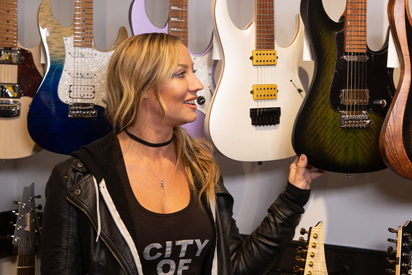 Nita Strauss at The Music Zoo