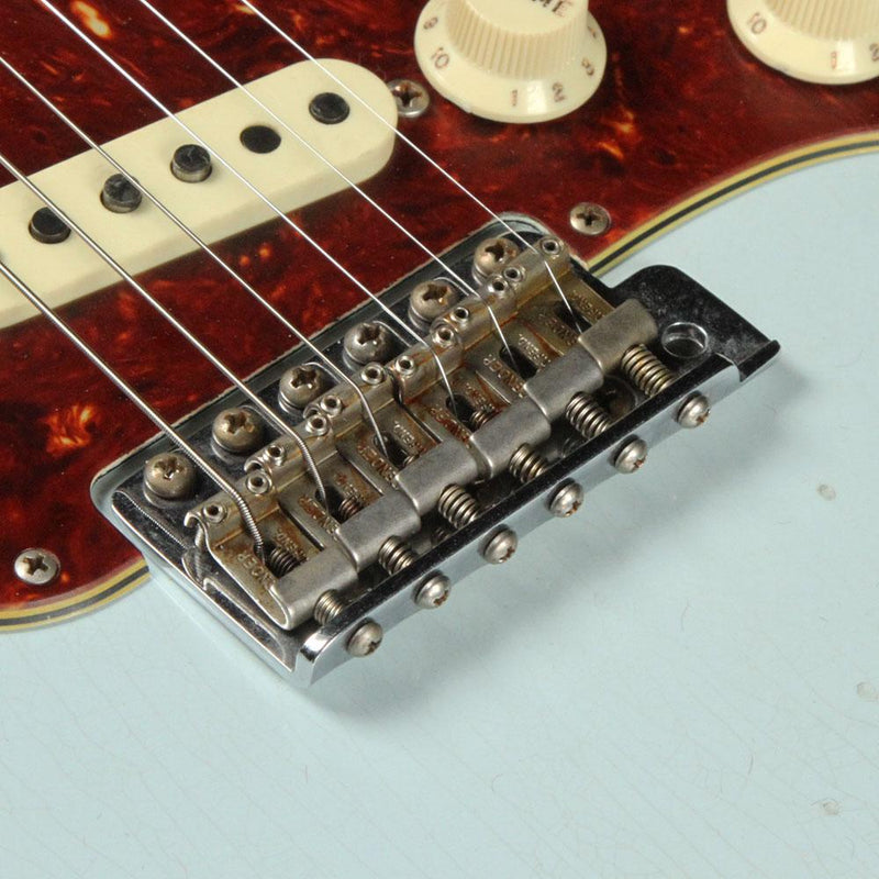 Fender Custom Shop 1967 Stratocaster Aged Sonic Blue over 3-Tone Sunburst Relic CZ534945