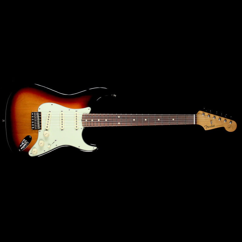 Used Fender Artist Series Robert Cray Stratocaster Electric Guitar 3-Tone Sunburst 0139100300