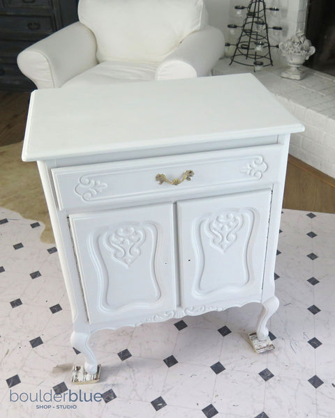 primed french cabinet