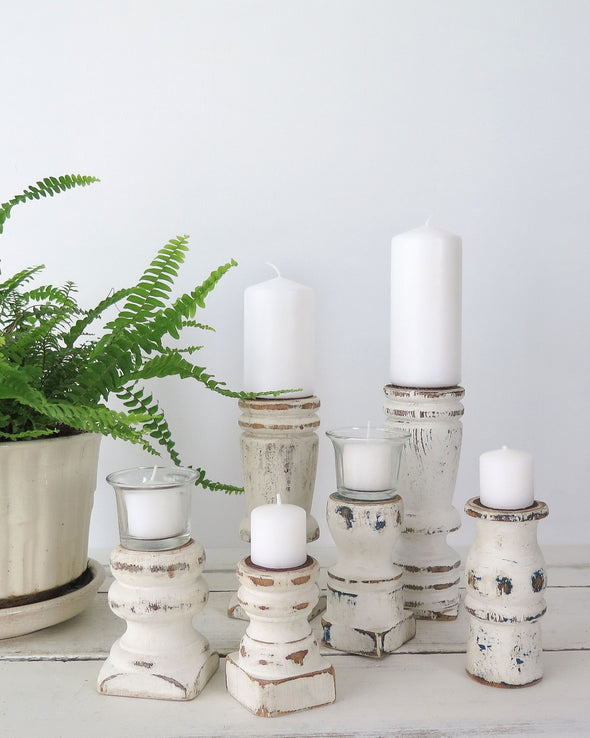 Distressed White Painted Candle Holders Vignetter