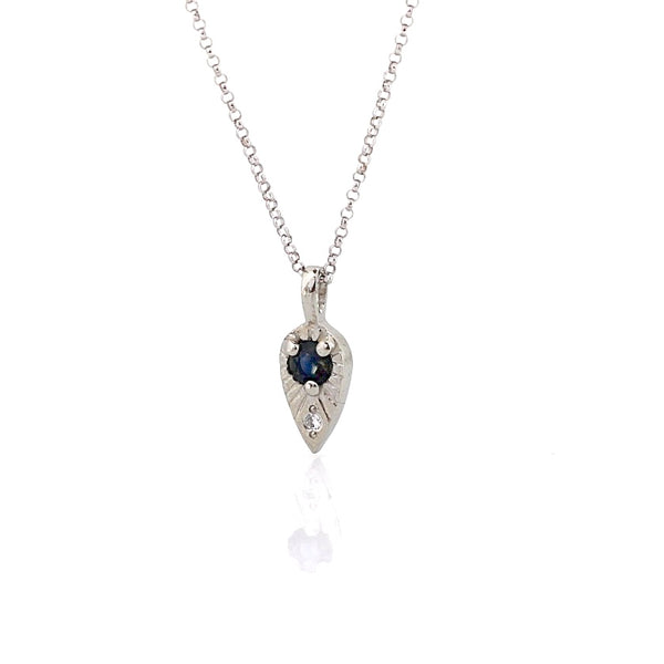 Blue sapphire necklace in white gold