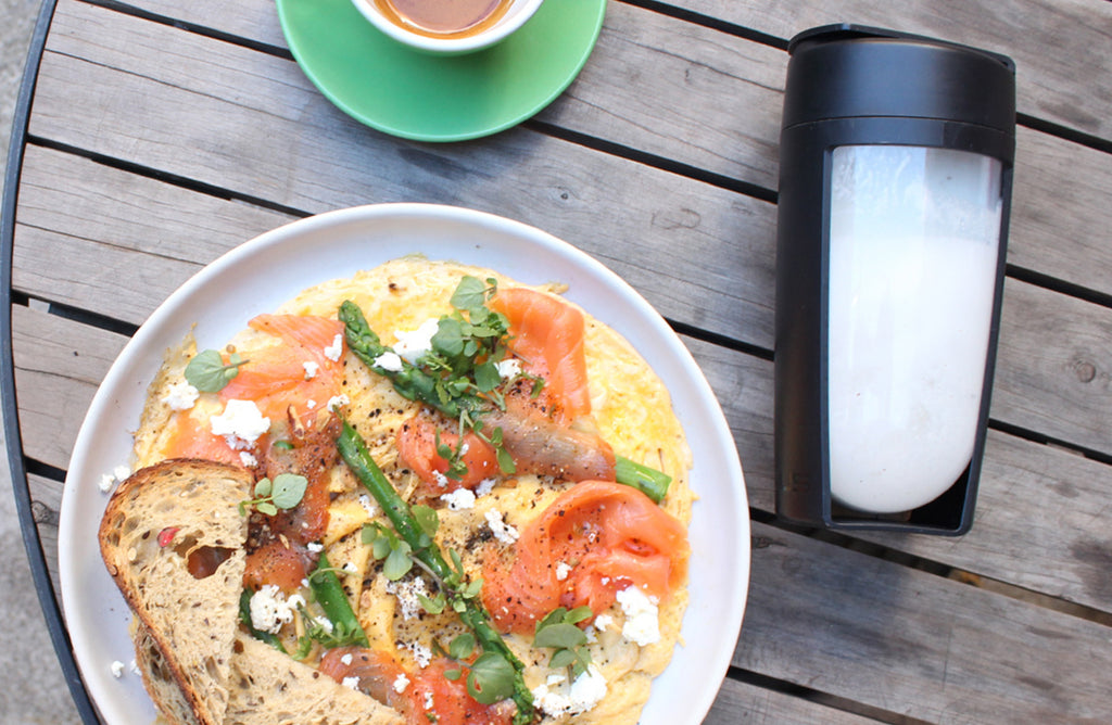 smoothies or meals whats better. Image of breakfast and a white smoothie in a mous fitness bottle