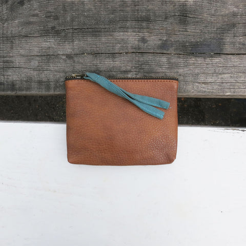 Tilo vegan purse in tan with teal fabric zip pull