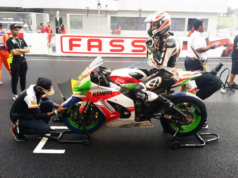 Karthu at the starting grid