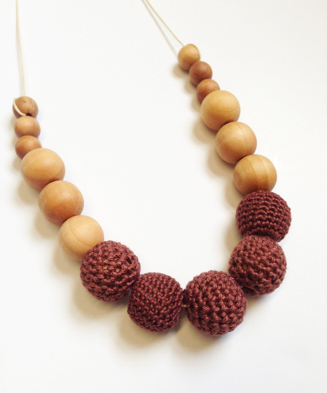 set maroon finishing necklace and exclusive stone gold green design