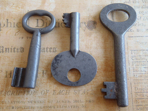 Skeleton Keys - Vintage Antique keys-  Barrel keys - y5