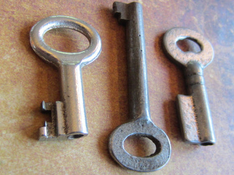 Skeleton Keys - Vintage Antique keys-  Barrel keys -  D83