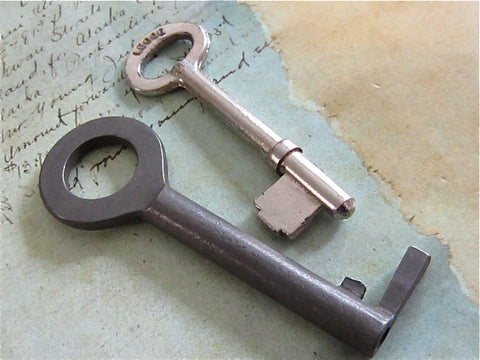 Skeleton Keys - Vintage Antique keys-  Barrel keys- Steampunk - Altered art c18
