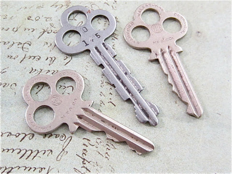 Vintage Antique keys -  n87