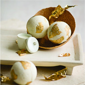 bath bomb cleopatra's gold & milk bath