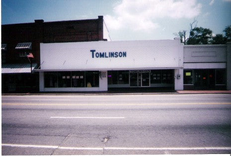 One of the first Tomlinson's locations in Hemingway, SC. This store was opened in the very early 1930's and remained in operation until January 2015.