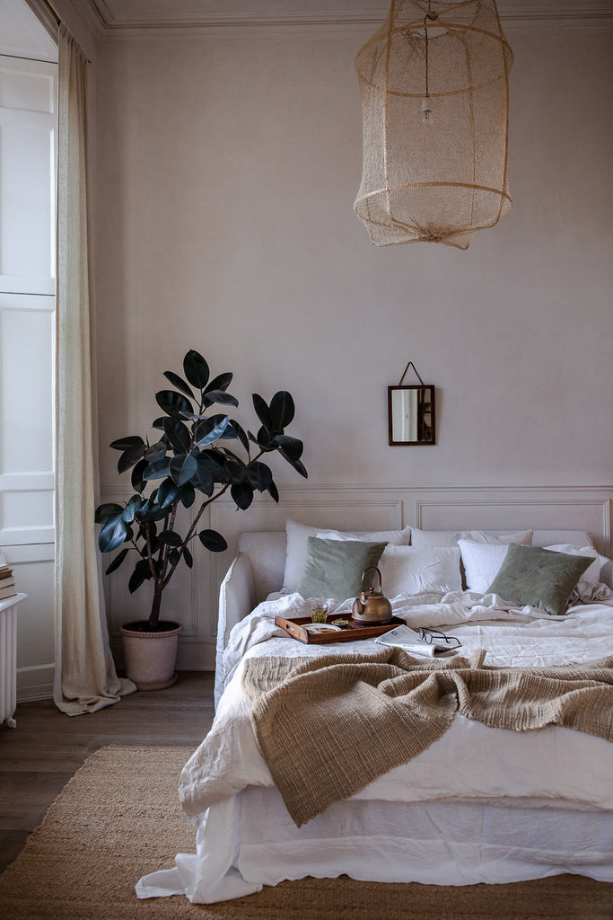Natural bedroom with linen, jute and wool