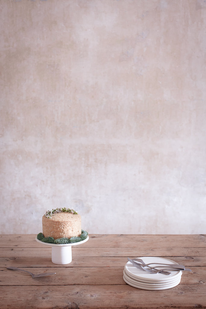 INGREDIENTS LDN simple Christmas cake stand and cake plates