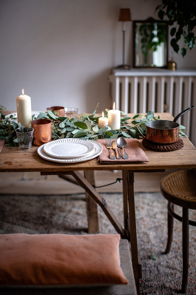 simple festive table decor