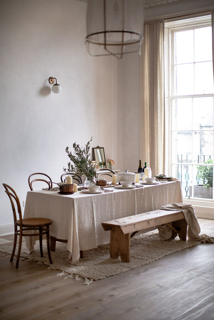 natural dinner party table decor with linen