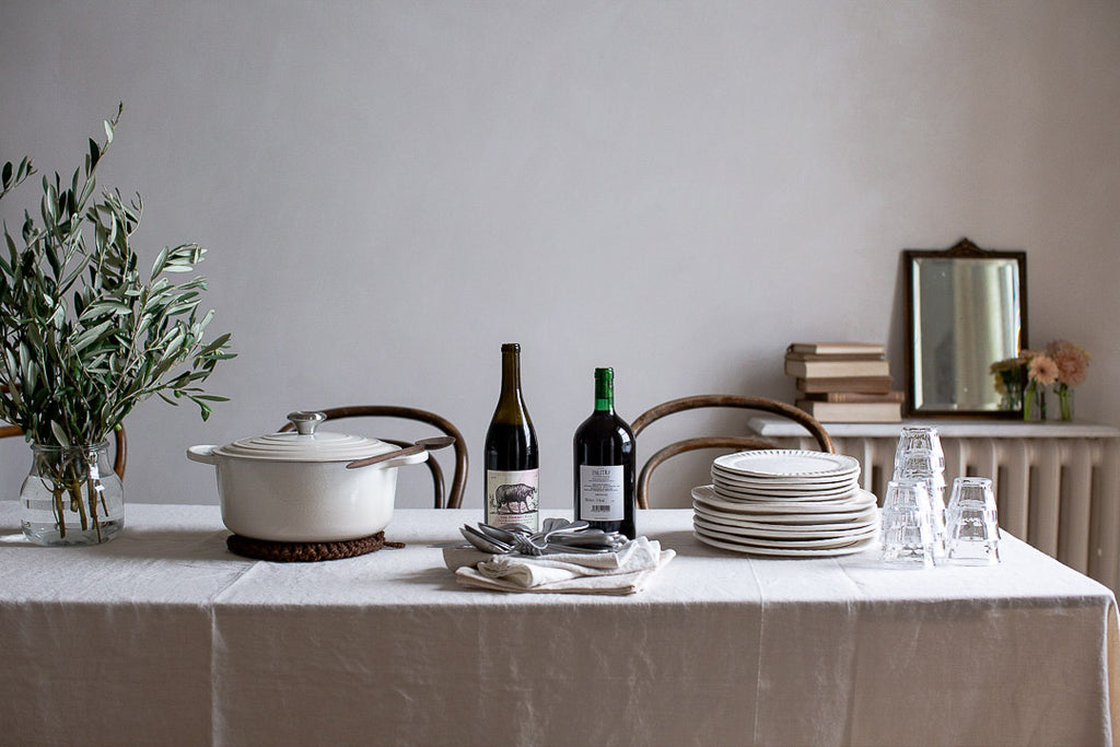 simple natural table decor for sophisticated dinner party