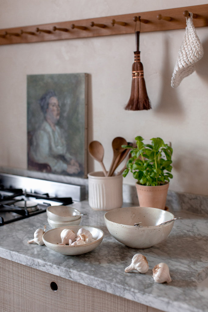natural kitchen decor in neutral colours