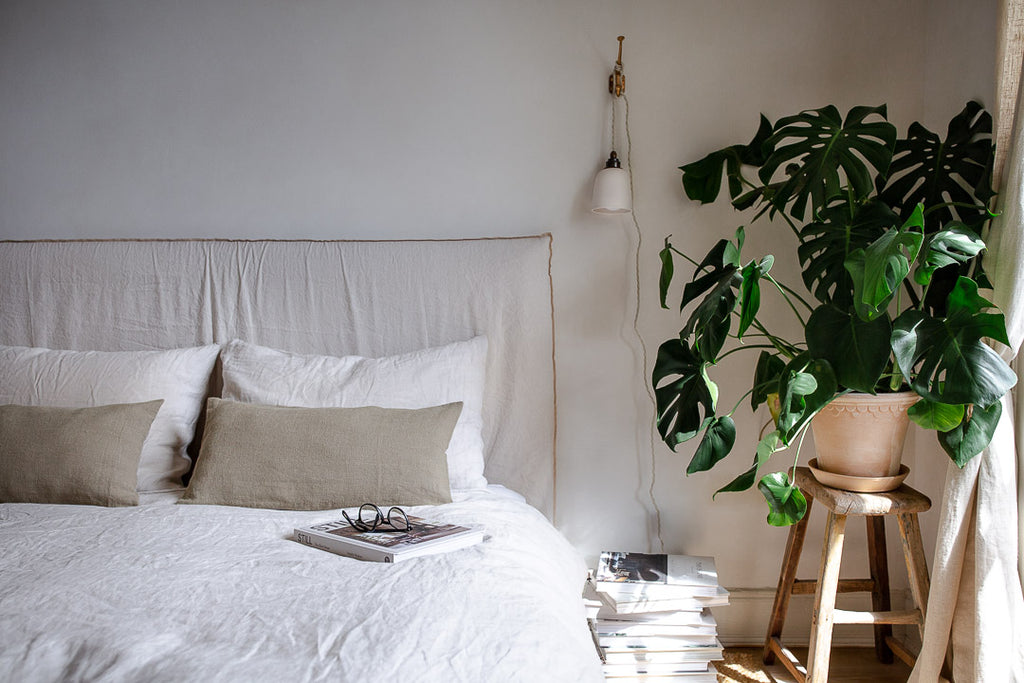 natural bedroom decor with plants, wood and linen