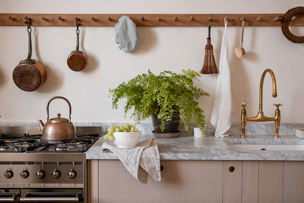 natural kitchen decor for a modern rustic kitchen