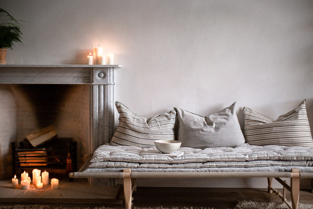 daybed with cosy stacked mattresses