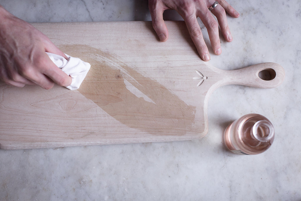 Oiling a cutting board