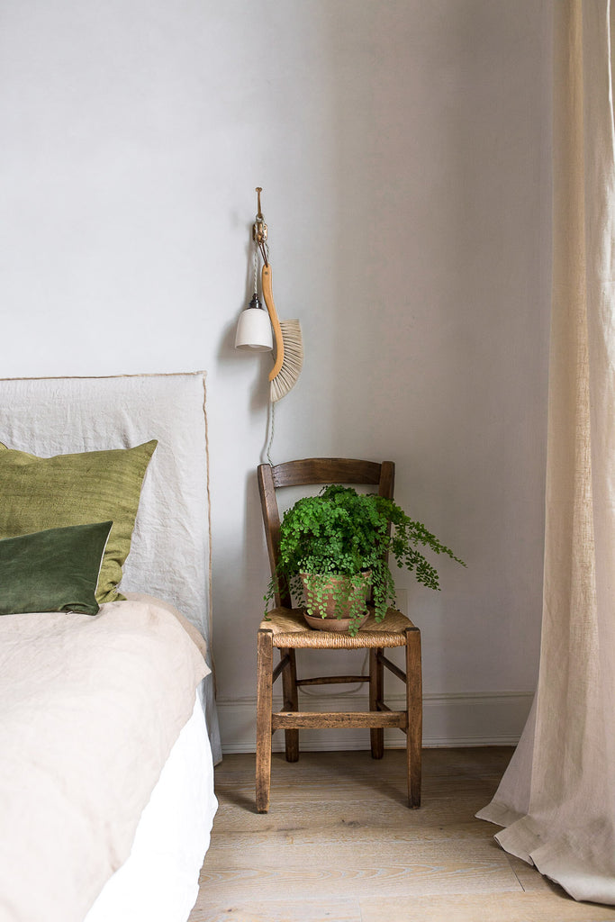 natural neutral bedroom decor with linen