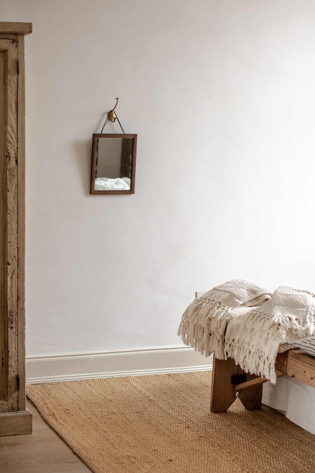 simple natural bedroom decor