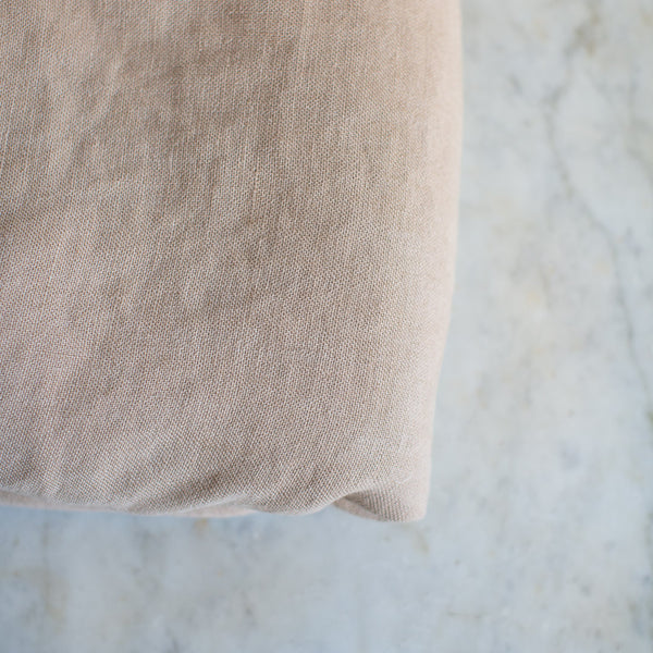EX-PROP HEAVY BELGIAN LINEN THROW BLANKET IN RAW UMBER