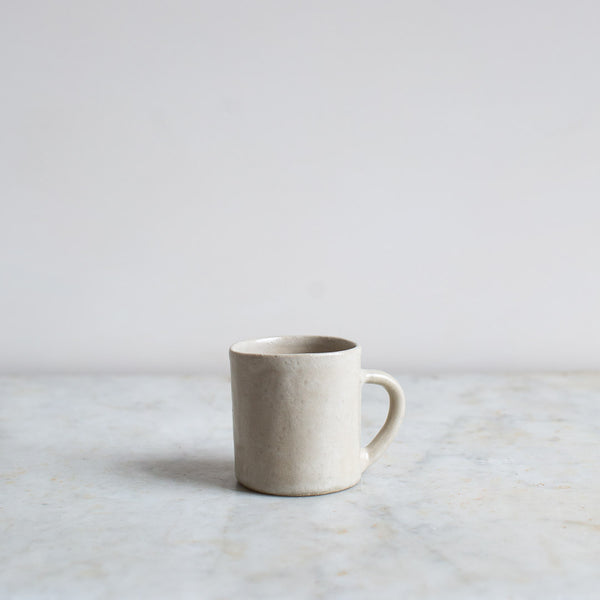 HAND FORMED CUP IN OFF-WHITE