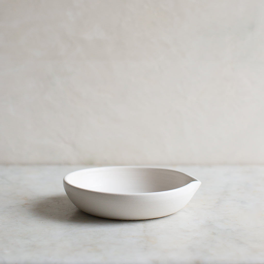 SIMPLE POURING BOWL