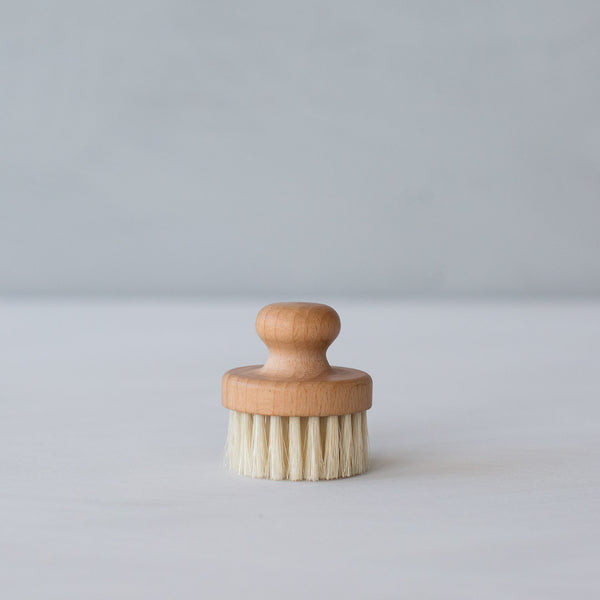 INGREDIENTS LDN natural cleansing facial brush