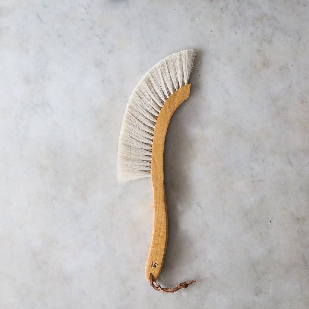 INGREDIENTS LDN sickle shaped artisan dust brush