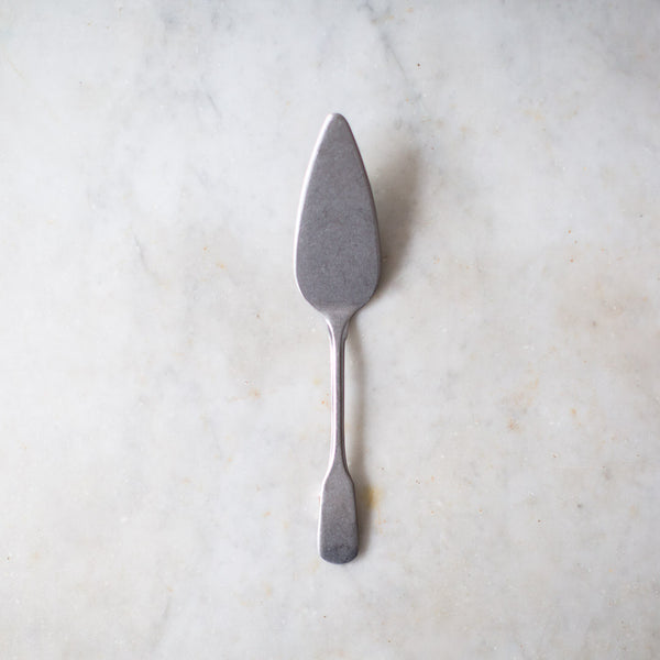 INGREDIENTS LDN stone washed cake and pie server