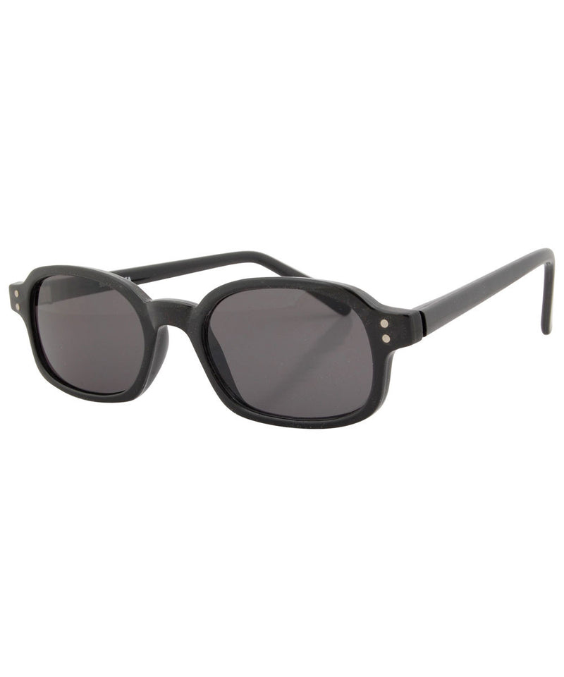 beret black sunglasses