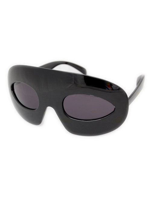 ensemble black sunglasses