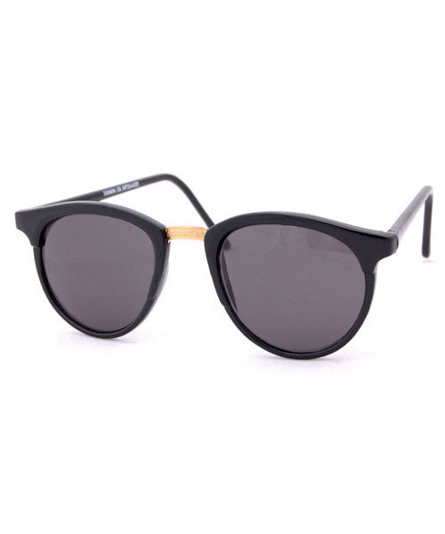 PASSAGE Black Classic Preppy Sunglasses