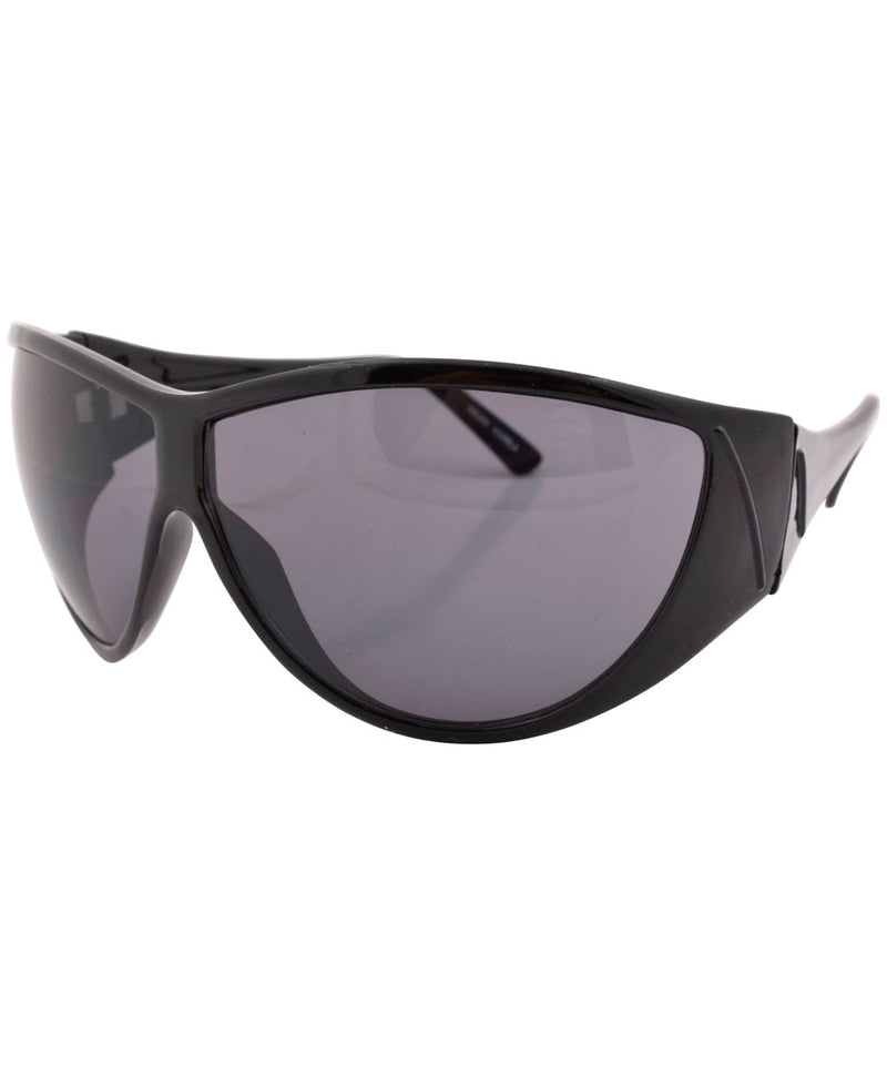 qui ho black sunglasses