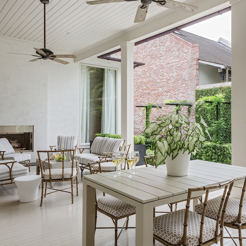 Designing a Chic Outdoor Living Space
